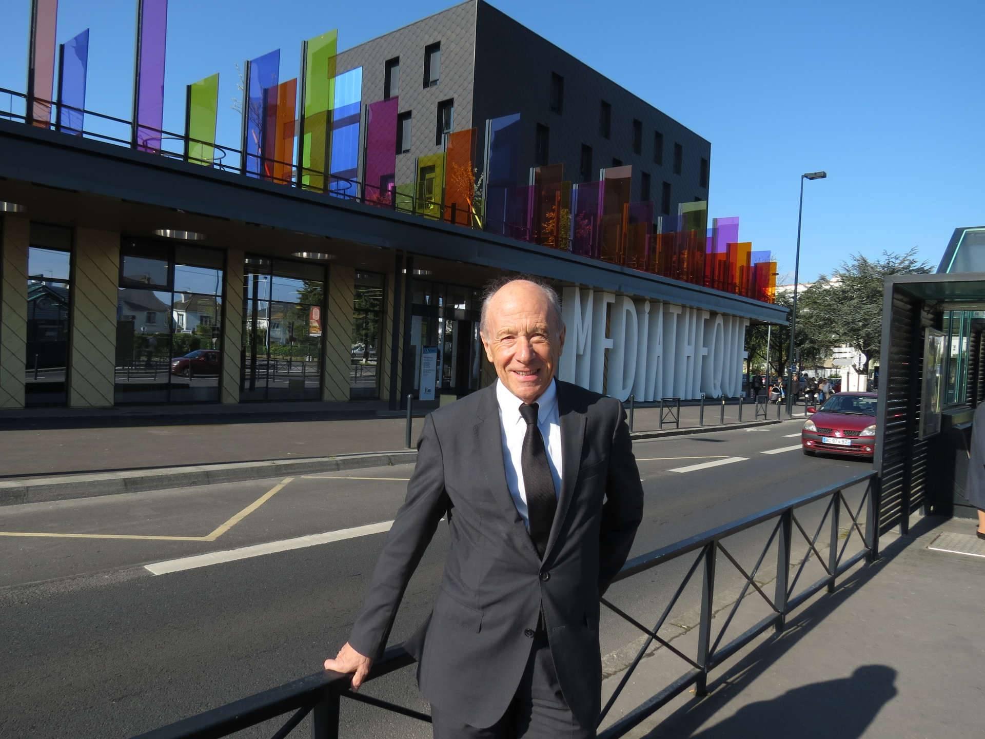 Gilbert Caharel devant la résidence Villamédia à Nantes